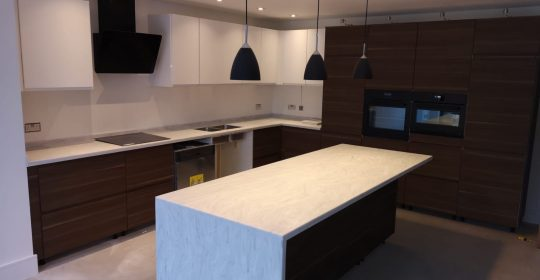 Luna Cararra Colour for Two Tone Kitchen